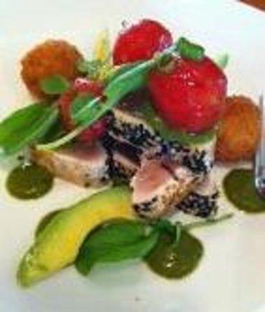 Hilltop Bistro: Sesame crusted albacore tuna
