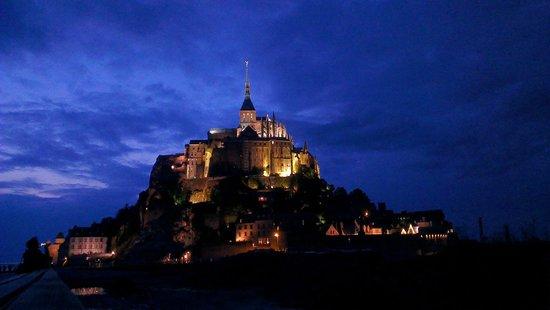 Abbaye du Mont-Saint-Michel : Le Mont Saint Michel di sera