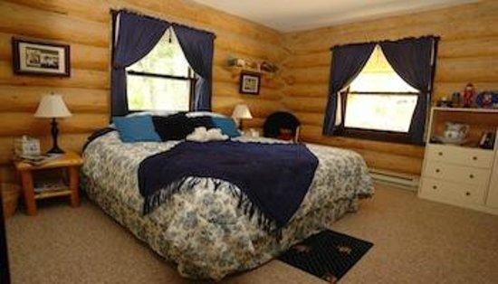 The Garrison Inn : Gray's room