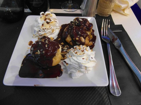 Au Relais Des Cyclistes : Profiteroles (con gelato nel bignè)