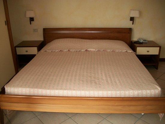 Hotel Villa Elite: Bett