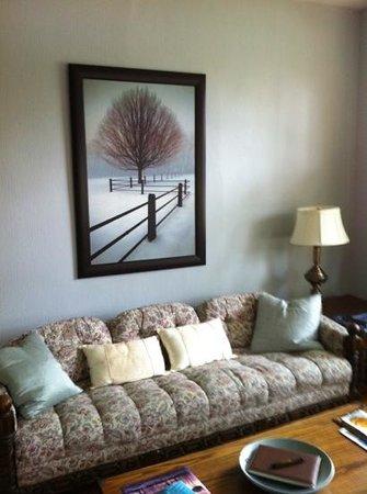 Millhollow Bed & Breakfast: guest living room