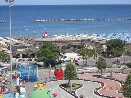 Silver Hotel: la spiaggia vista dall'hotel