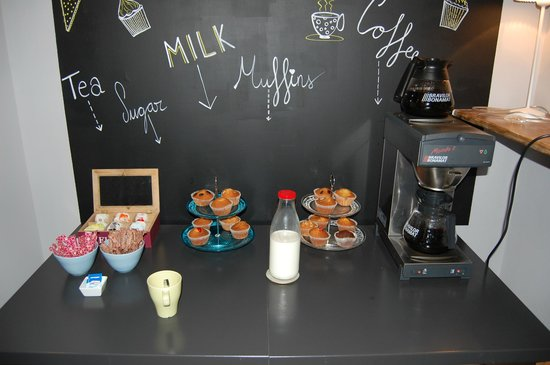Violeta Boutique : free coffee & muffins in the morning