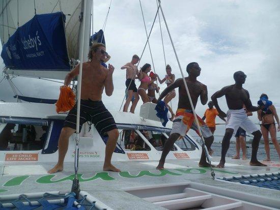 Jammin Catamaran Cruises: Soca - Meh Rum