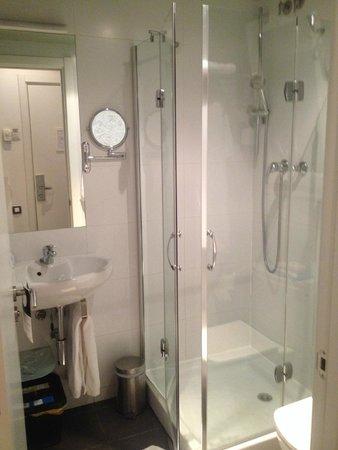 Hotel Curious: Room 104 bathroom