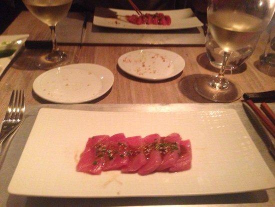 Con Gracia: Tuna sashimi