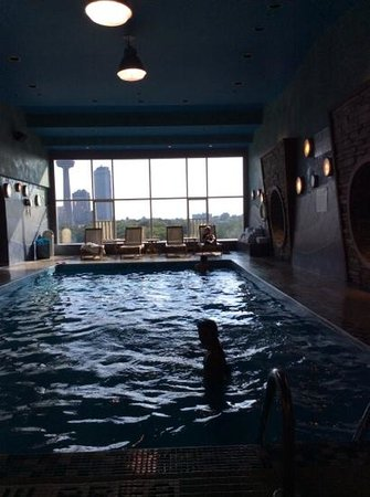 Four Points by Sheraton Niagara Falls Fallsview: piscina coperta