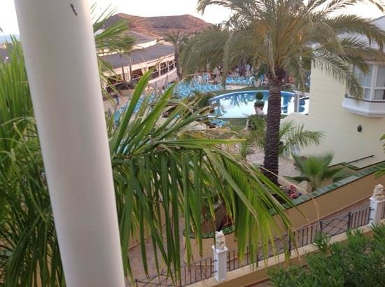 Gran Oasis Resort: View from upper balcony of room 127. The restaurant veranda can be seen to the left of the pool.