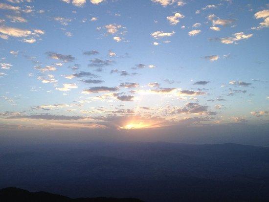 Monte Etna : Increible el atardecer a 3000 metros vale la pena ir con un tour para ver loa crateres y luego s