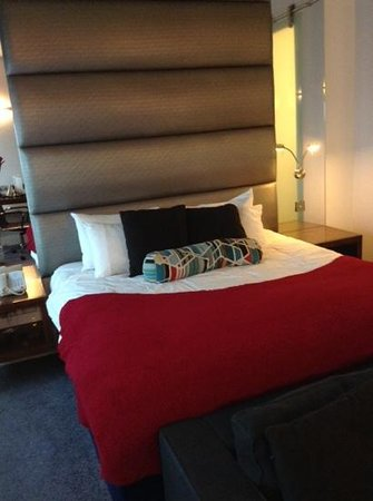 Sandman Signature Newcastle Hotel: superking size bed