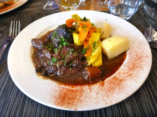 L'Auberge Saint Pierre: Boeuf Bourgignon ~ well-presented and delicious, but only warm!