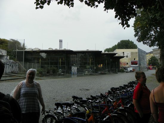 Fat Tire Tours Berlin: all the bikes lined up and locked up for lunch break