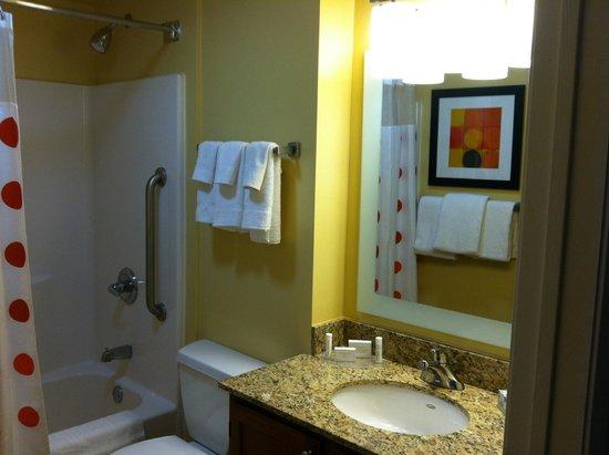TownePlace Suites Cleveland Westlake : Bathroom
