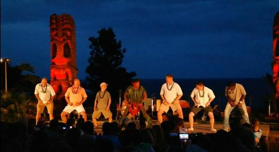 Chief's Luau : On stage with the Chief