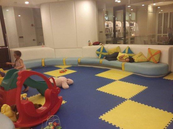 Grande Centre Point Hotel Ratchadamri: Kids room
