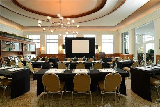National Hotel Miami Beach : Oval Room Meeting Setup