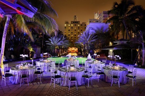 National Hotel Miami Beach : Poolside Event Space