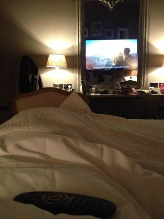 Murrayfield Hotel and House: Chilling in bed!