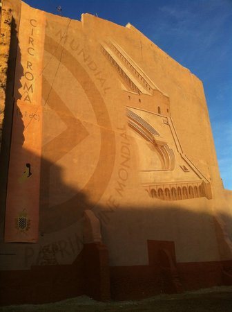 Circ Roma: Mural, representación de la cabecera del circo