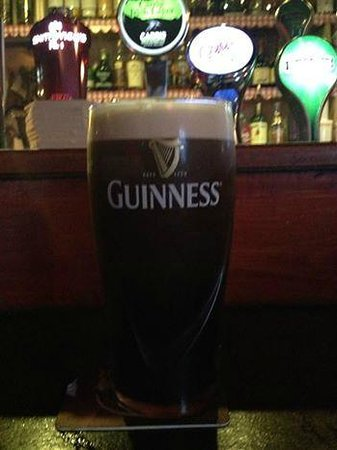 Johnnie Fox's Pub : Guinness poured slow at the bar