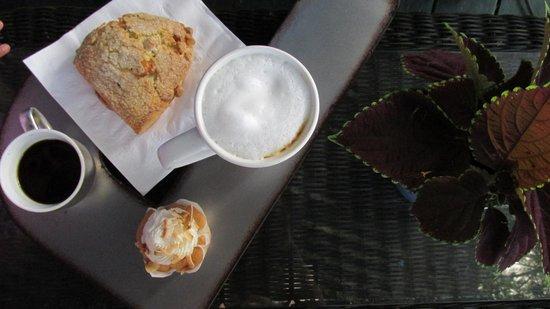 Holuakoa Cafe & Gardens: Our delicious coffee and snack
