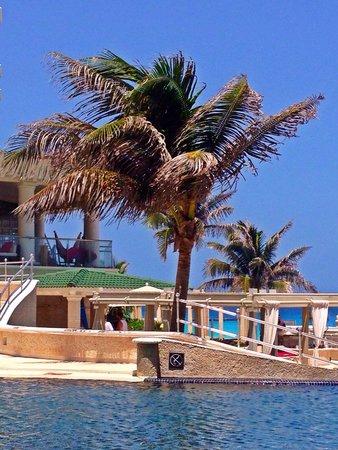 Sandos Cancun Luxury Resort: By the pool
