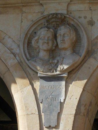 Salamanca's Plaza Mayor : Columna de la Plaza Mayor