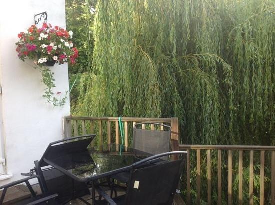 Topos Bed & Breakfast: patio area