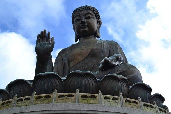Grand Bouddha : An imposant statue