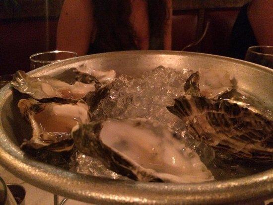 Casanis Bistrot Restaurant : Oysters