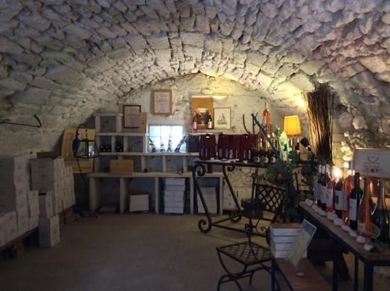 Chateau Petit Sonnailler: Caveau, Le Chateau Petit Sonnaillier