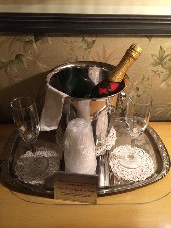 Brisas Del Mar, Inn At The Beach: Complimentary sparkling wine