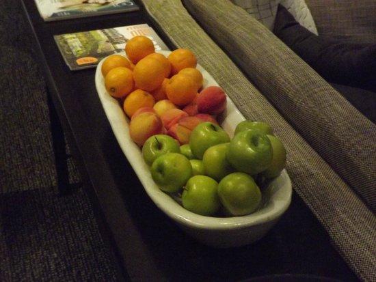 Hotel Le Germain Quebec : frutta a disposizione degli ospiti