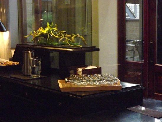Hotel Le Germain Quebec : angolo acqua aromatizzata nella lounge