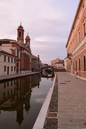 Valli di Comacchio - Servizi Turistici: ponte degli sbirri di comacchio