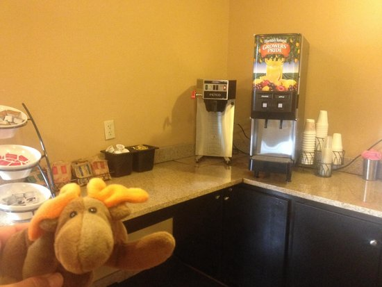 Microtel Inn by Wyndham Bowling Green: Continental Breakfast: Oatmeal and Juice