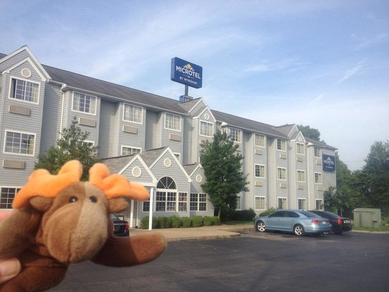 Microtel Inn by Wyndham Bowling Green: Front of hotel