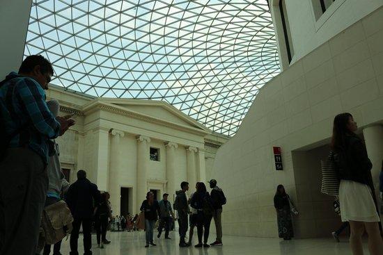 British Museum : Vista do teto do Museu