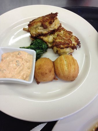The Inn & Garden Cafe: Best crab cakes ever !!!!