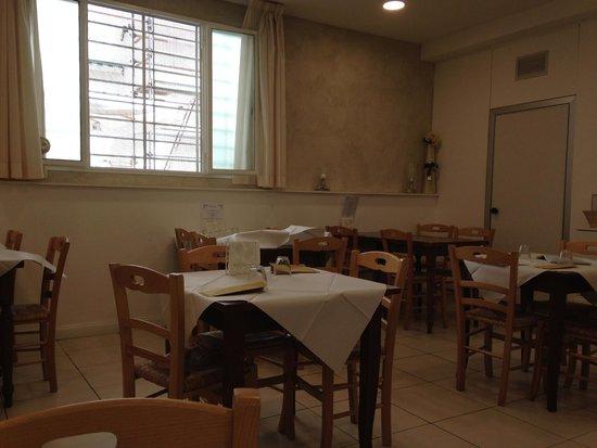 Credenza Con Bar : Credenza sala pranzo con tavoli foto di bar donatello firenze