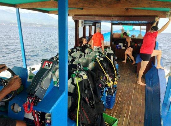 Thalassa PADI Dive Resort: Dive Boat