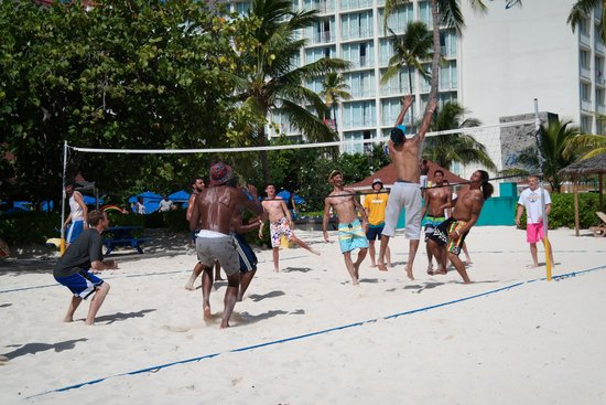 Breezes Resort & Spa Bahamas : Beach volleyball