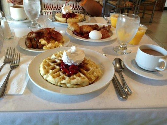 Breezes Resort & Spa Bahamas : Breakfast food