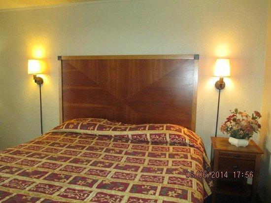 River Park Inn: K Size Bed