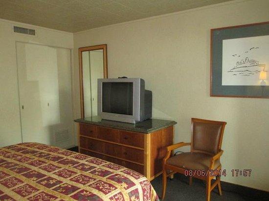 River Park Inn: Satellite TV