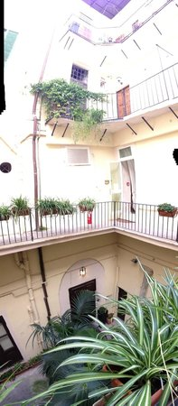 Hotel Navona: Inner Grounds