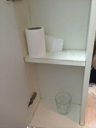 Mobiletto del bagno - Foto di Hotel Hydra Club, Casal Velino ...
