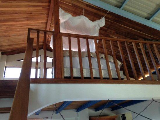 MYRINaMAR Bed & Breakfast : Looking up to the loft