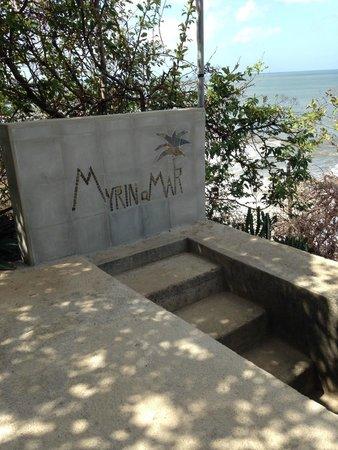 MYRINaMAR Bed & Breakfast : Stairs to the beach